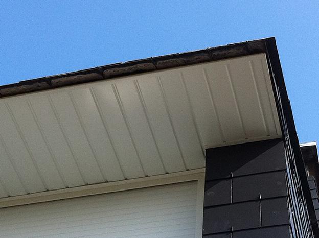 Habillages en aluminium ou pvc en ille et vilaine breizh for Pose lambris pvc sous avant toit
